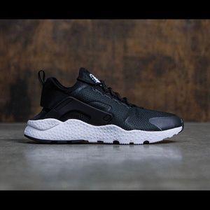 Nike black and white huarache ultra